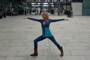 http://www.tntmagazine.com/news/travel/five-easy-airport-yoga-postures-to-ease-jetlag