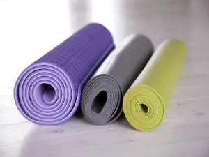 http://www.boldsky.com/home-n-garden/improvement/2014/best-ways-to-clean-a-yoga-mat-039786.html